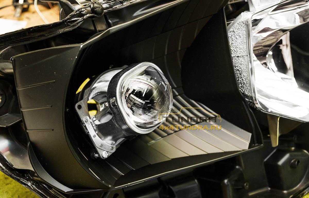 Toyota-Tundra-2014-headlights-hella-xenon-lens-2
