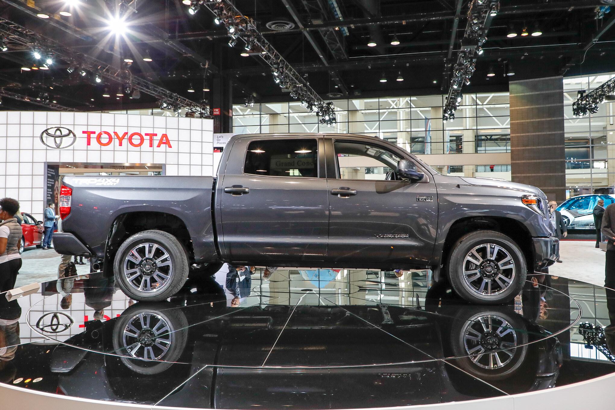 2018-Toyota-Tundra-TRD-Sport-side