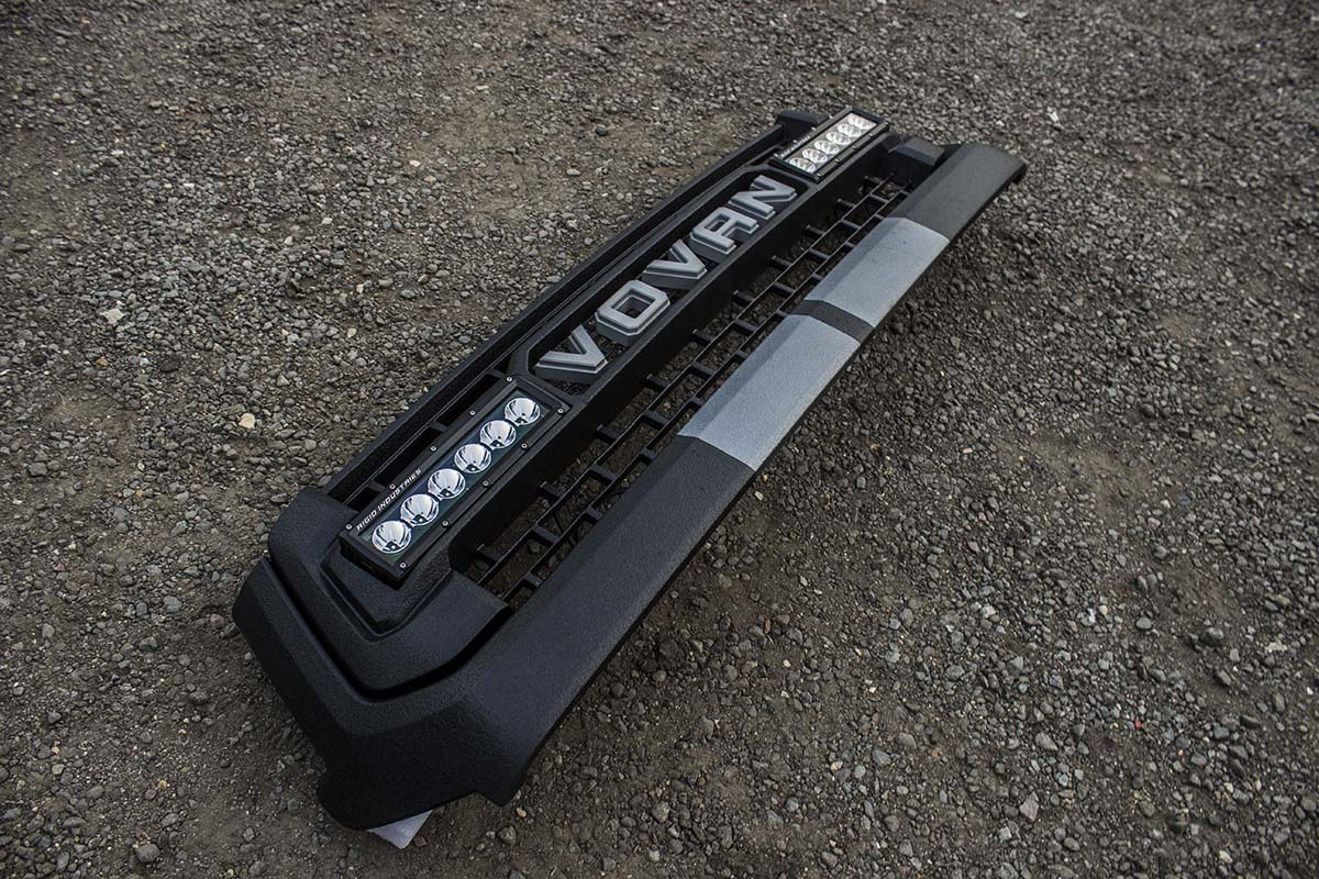 Toyota-Tundra-TRD-Grille-letters-lights-2