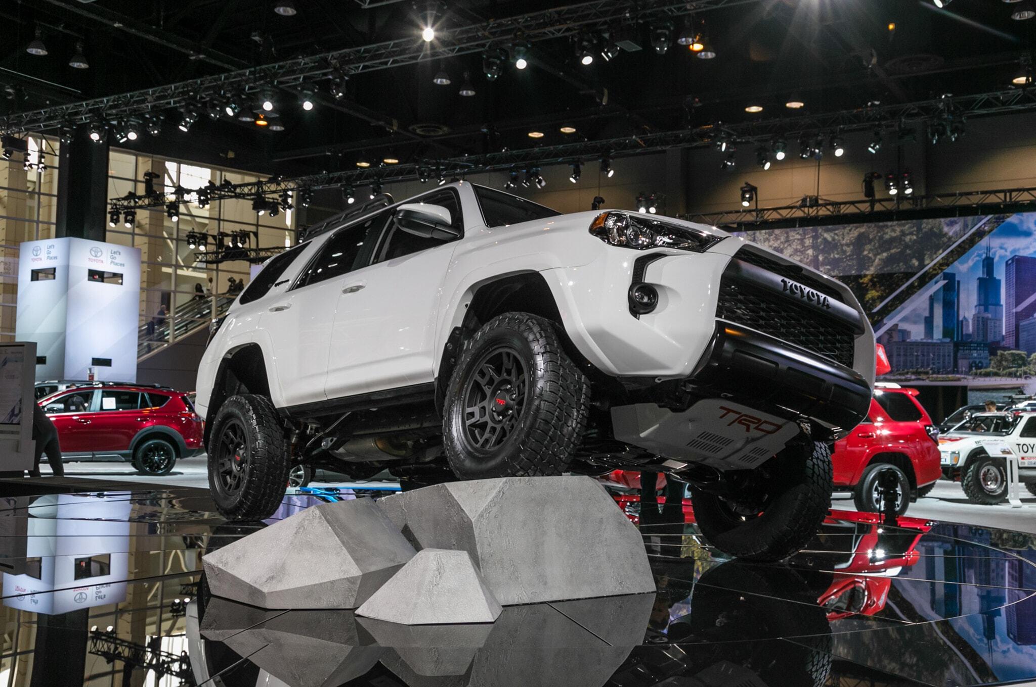 2019-Toyota-4Runner-TRD-Pro-front-three-quarter-01