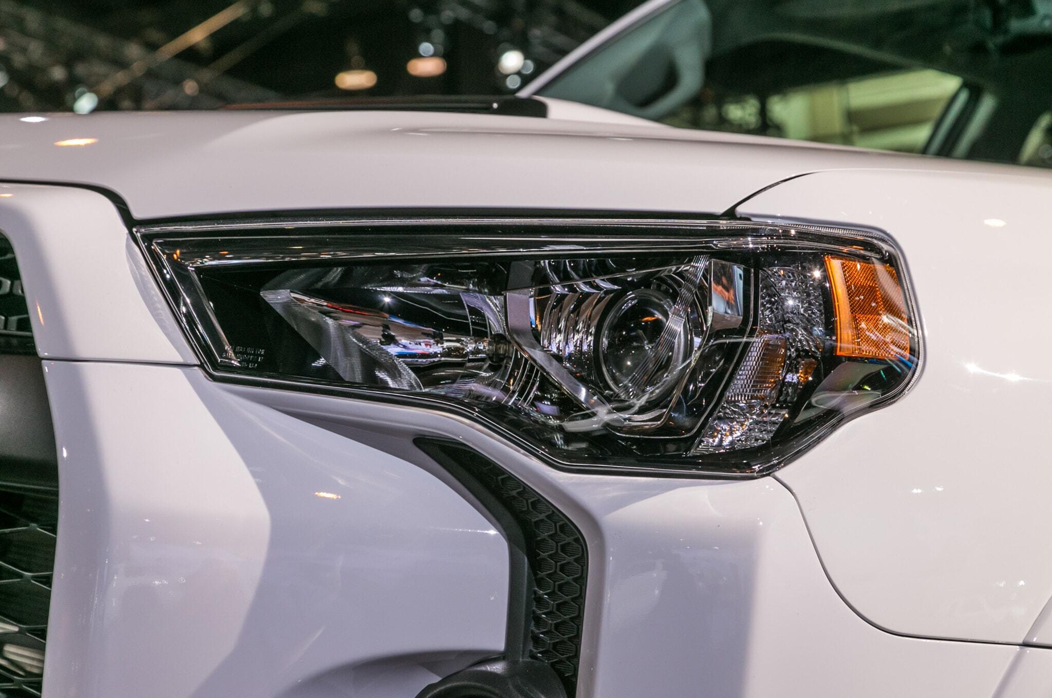 2019-Toyota-4Runner-TRD-Pro-headlight