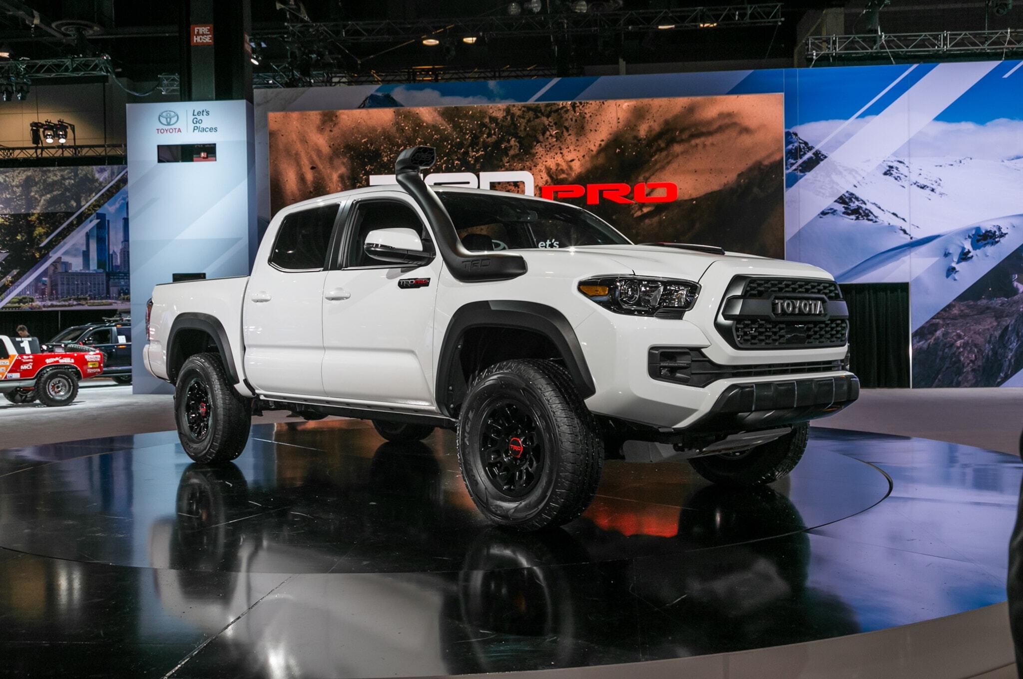 2019-Toyota-Tacoma-TRD-Pro-front-three-quarter-01-1