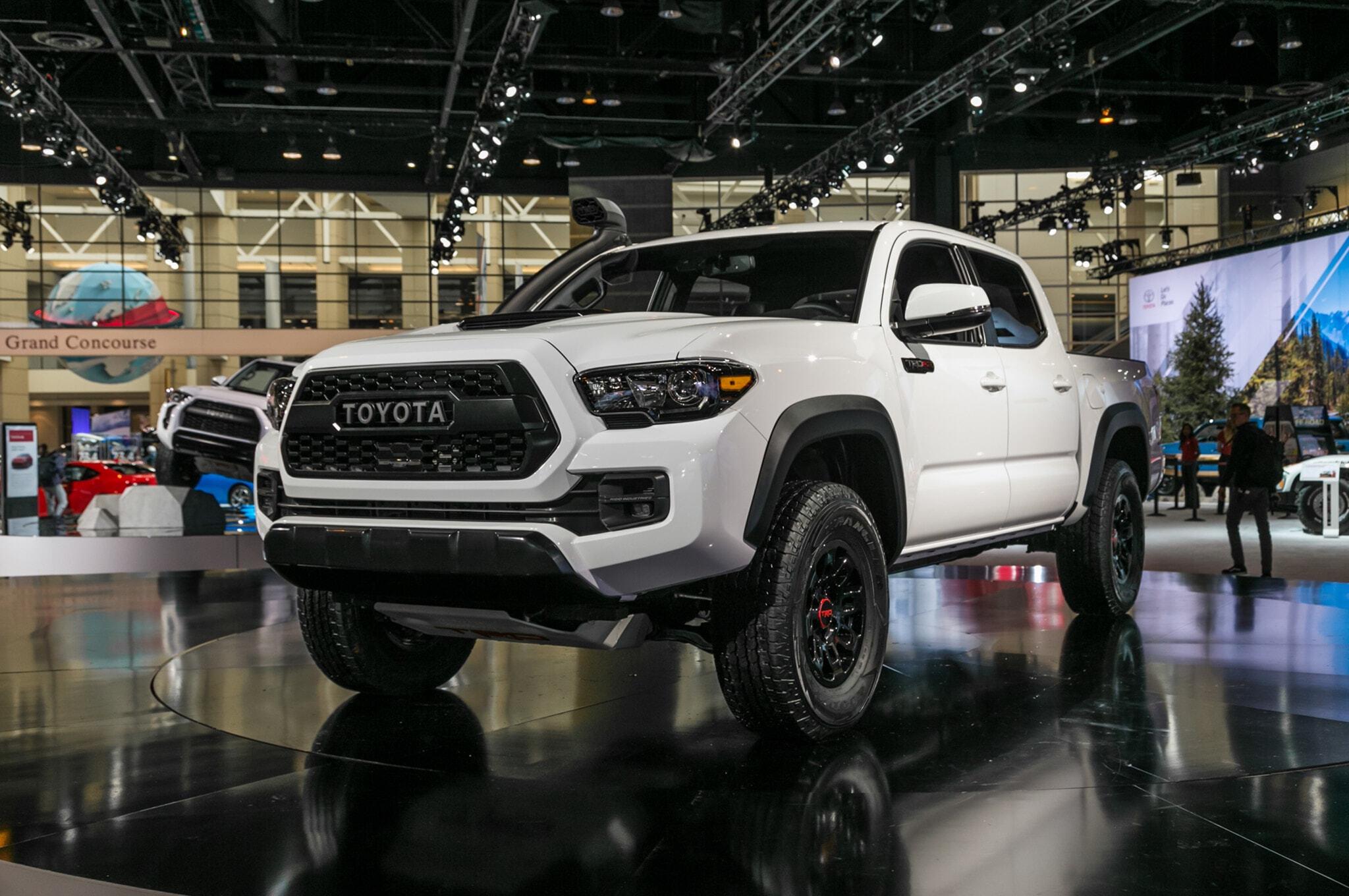 2019-Toyota-Tacoma-TRD-Pro-front-three-quarter-02-1