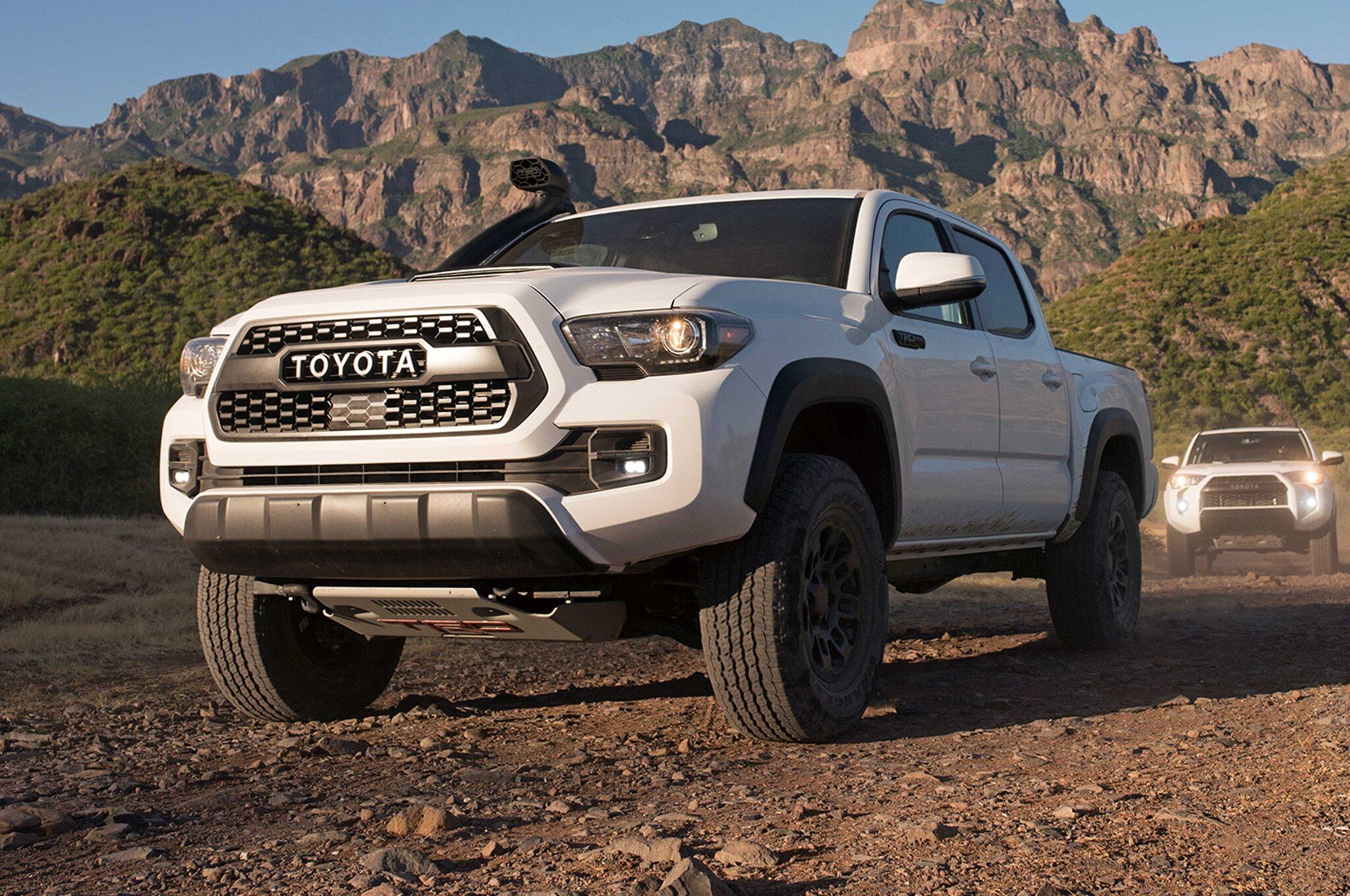 2019-Toyota-Tacoma-TRD-Pro-front-three-quarter-02