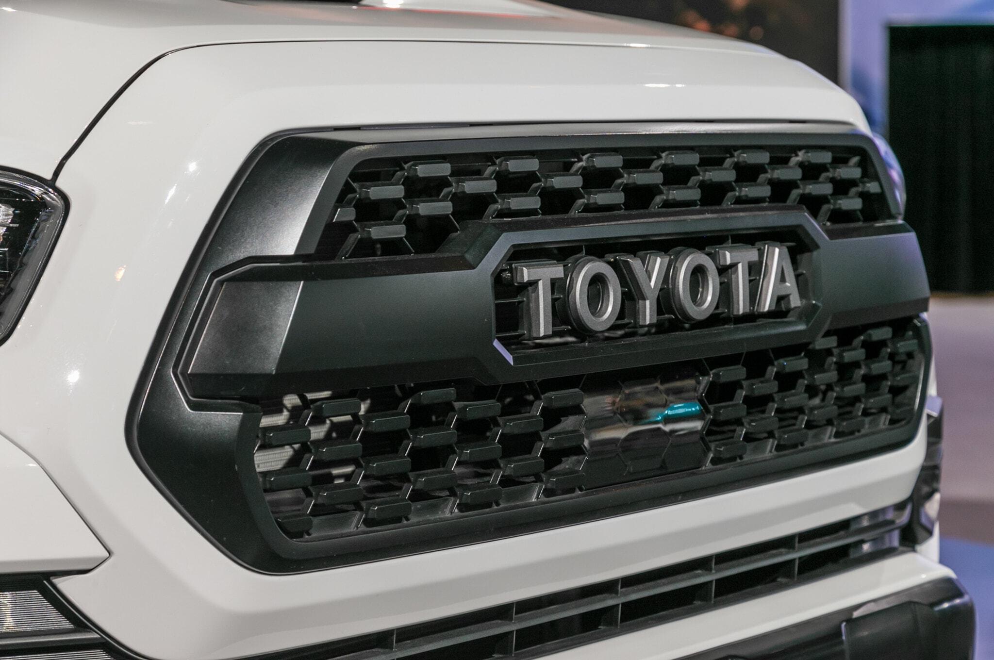 2019-Toyota-Tacoma-TRD-Pro-grille