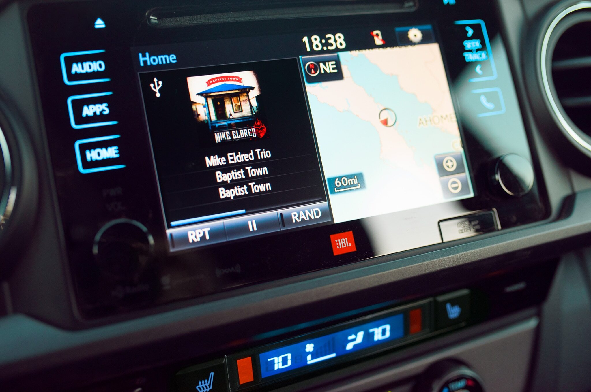 2019-Toyota-Tacoma-TRD-Pro-multimedia