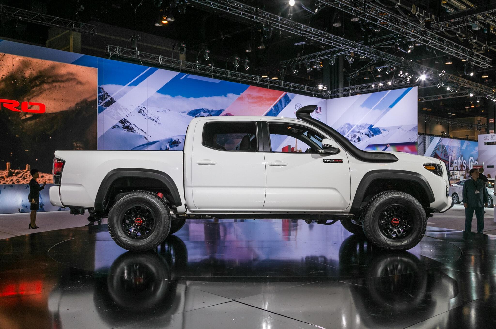 2019-Toyota-Tacoma-TRD-Pro-side