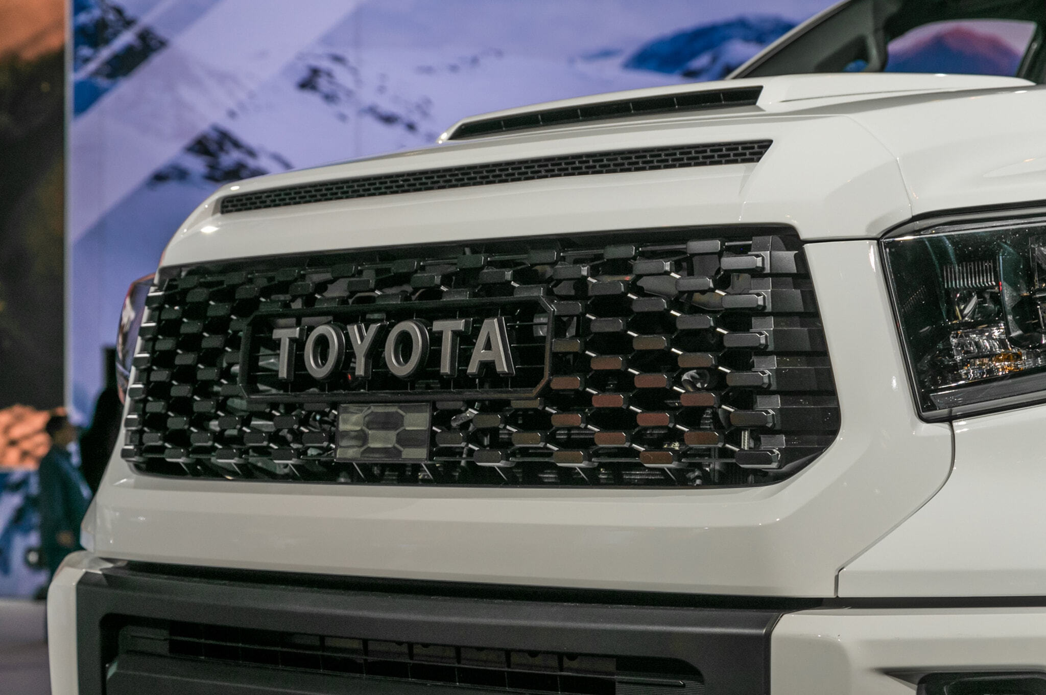 2019-Toyota-Tundra-TRD-Pro-grille