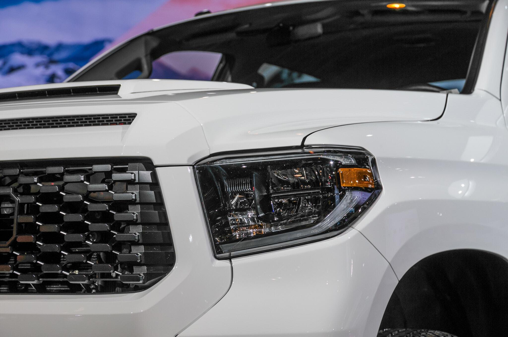 2019-Toyota-Tundra-TRD-Pro-headlight