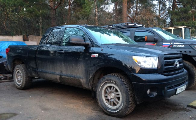 Toyota-Tundra-castle-15